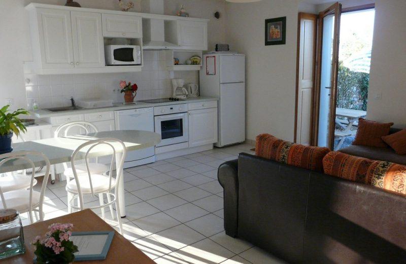 2014-gite-le-pressoir-la-gaillotière-st-fiacre-44-HLO-cuisine-salon 2