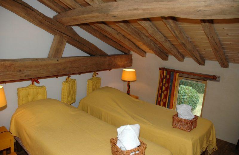 Le Pressoir, Gîte de Séjour – Chambre Tournesol, lits simples