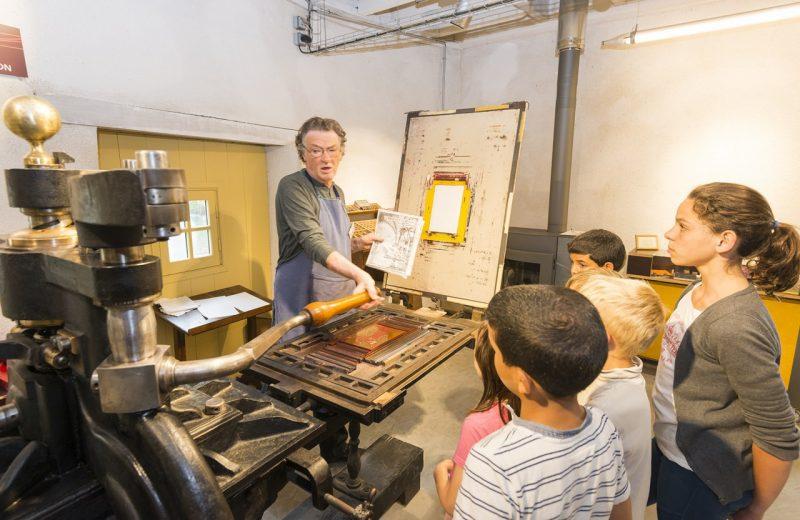 2018GuideJuniors-ateliers-papier-moulin-liveau-levignobledenantes