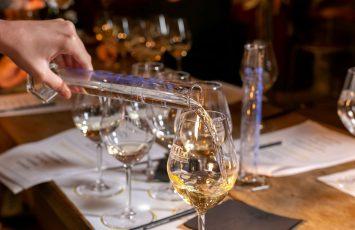 2020-verres-degustation-cave-touristique-chateau-ragotiere-44-la-regrippiere-vignoblenantes