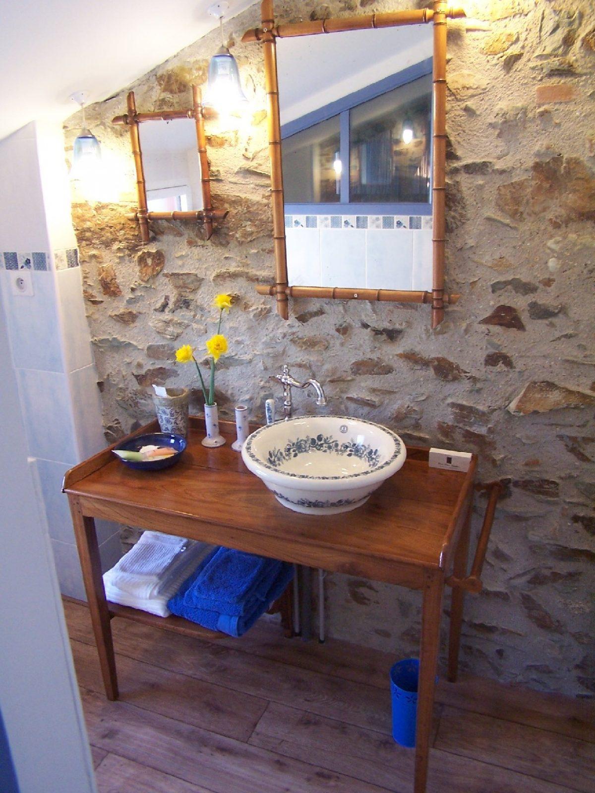 Céleste, Chambre avec sanitaire privatif, WC séparé