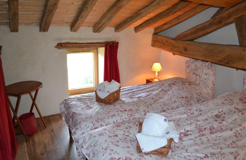 Le Pressoir, Gîte de Séjour – Chambre Tomette, lits simples