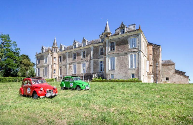 chateau-du-coing-2 CV devant la facade principale-st-fiacre-44