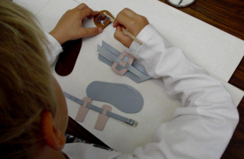 atelier-cordonnier-musee-chaussure-st-andre-de-la-marche-anjou