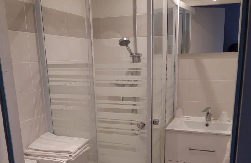hotel-clair-de-lie-SDB2-vallet-44